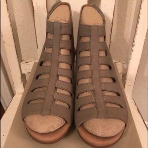 Clarks Women's Tan Shoes.